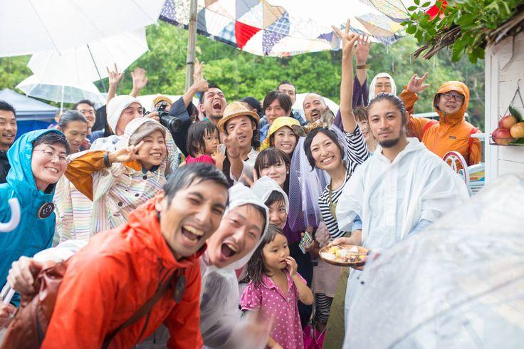 セレモニーは海岸、パーティーは森の広場。「結婚キャンプ」は自分たちでつくるサステナブルなアウトドアウェウェディング | greenz.jp | ほしい未来は、つくろう。