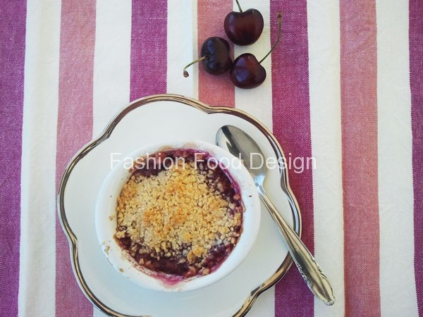 Crumble di Ciliege Fashion Food Design | Chi ha fantasia non si annoia mai!