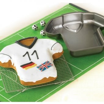 Bakes a wonderful football shirt shaped cake.    Ideal for creative icing and decorating with your favourite team!    Comes complete with recipes. Size: 28 x 29 x 5.5cm