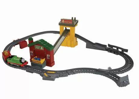 Thomas le petit train TrackMaster – Dépôt postal de Percy au Walmart.ca. Expédition SANS FRAIS! Magasinez et économisez sur tous les essentiels et aucun achat minimum requis.