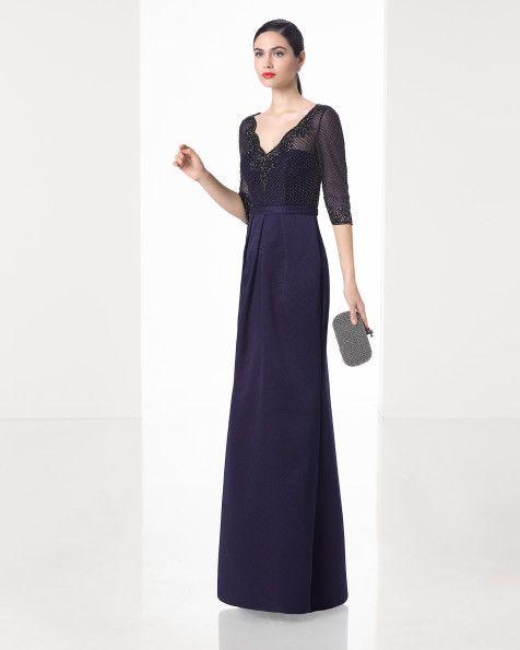 Abito lungo classico haute couture con corpetto ricamato di strass, gonna di piqué, scollo a V e maniche alla francese. Colore blu, verde, rosso e blu marino.