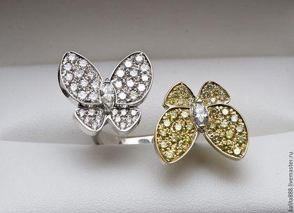 Золотое кольцо из комбинированного (белого и желтого) золота 750 пробы, весом 9,5 грамм, с белыми бриллиантами 36шт весом 1,3 карата и желтыми сапфирами 34шт весом 0,95 карат кольцо 17,5 размера