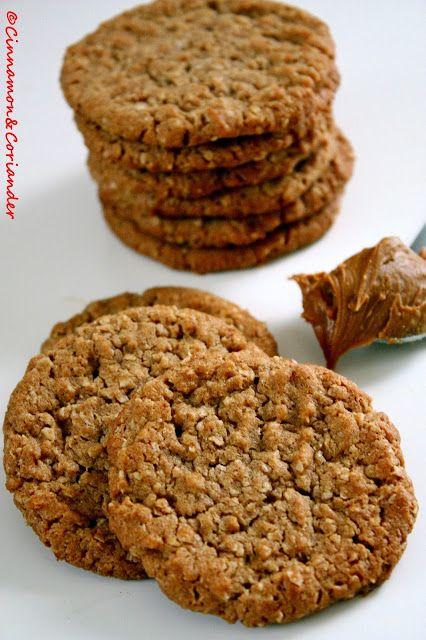 (Deutsch) Diese knusprigen Biscoff Oatmeal Cookies schmecken genau wie die bekannten Lotus Kekse - so herrlich würzig-weihnachtlich!