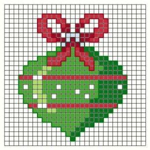 Ho pensato che qualche sfera di Natale in più non guasta e quelle che si hanno non sono mai abbastanza .Così eccovene altre quattro , due tipi in colori diversi . potete arricchirle con il filo GOLD di DMC o con uno degli altri fili metallici colorati...