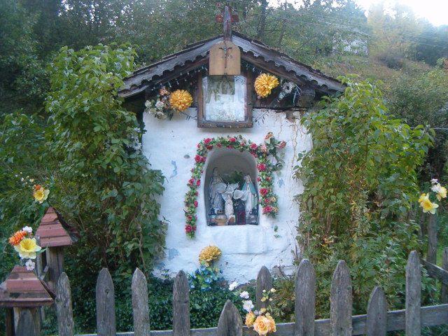 Kapliczka pod wezwaniem Matki Boskiej Różańcowej | Skansen Studzionki