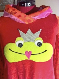 I made this dress with a cute frog. Happy dress!