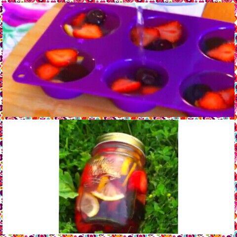 1) Заморозить воду и фрукты 2) У воду в бутылке добавлять кубики льда