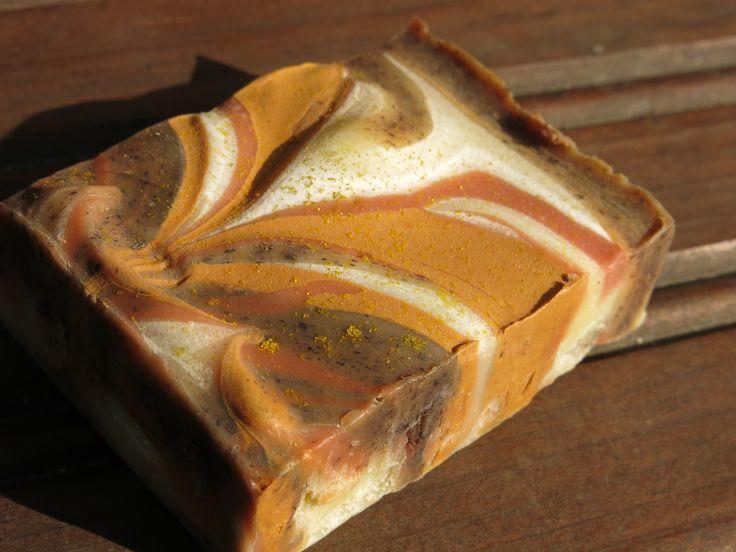 Kettusaippua tuoksuu karpalolta ja appelsiineilta, kaupan päälle niin kauan kuin niitä riittää. Fox soap scented with cranberry and orange, you can get it free of charge when you make an order.