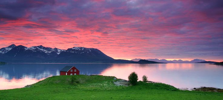 Sunset in Harstad, Northern Norway - Photo: Frank Andreassen/NordNorsk Reiseliv