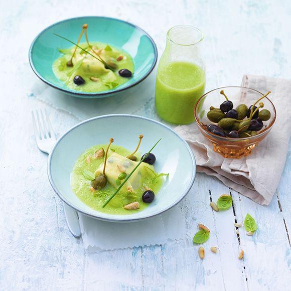 #Raviole de #CarréFrais aux #herbes, #bouillon de #tomate verte #greenzebra, #olives violettes et #câpres capucine