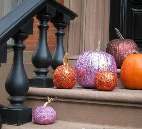 Glittery, chic, gorgeous Halloween pumpkins. Materials: pumpkins, glue, Sassy Hippo glitter #sassyhippoglitter #glitter #crafts #decor #decorations #fall #autumn #Halloween #DIY #purple