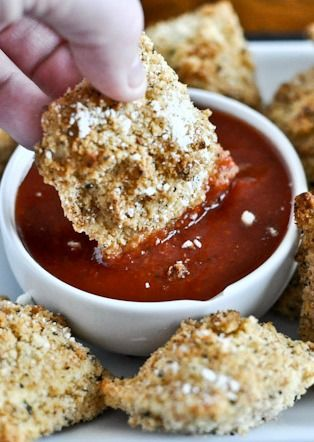 Crunchy Oven-Fried Cheese Ravioli I howsweeteats.com