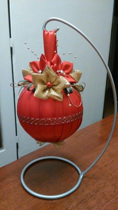 Vianočná červeno-zlatá guľa