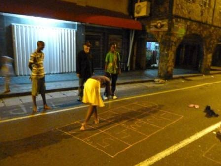 kids playing Murelle in the street.