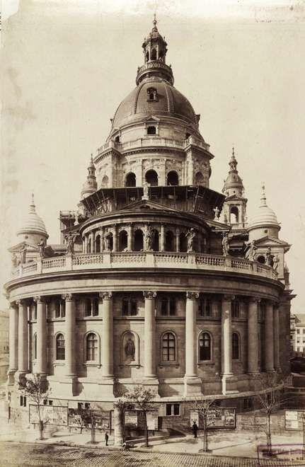 Szent István-bazilika a Bajcsy-Zsilinszky út (Váci körút) felől. A felvétel 1893 körül készült. A kép forrását kérjük így adja meg: Fortepan / Budapest Főváros Levéltára. Levéltári jelzet: HU.BFL.XV.19.d.1.07.022