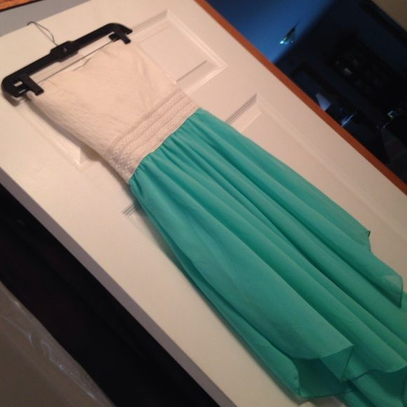 Rue 21 dress White and teal dress from rue 21. Beautiful strapless dress only worn one night for maybe 3 hours if that. Rue 21 Dresses Strapless