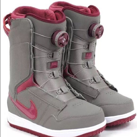 Nike Vapen x Boa women's snowboard boots Worn for an hour (don't fit my feet sadly). Awesome women's Nike boots Nike Shoes Winter & Rain Boots