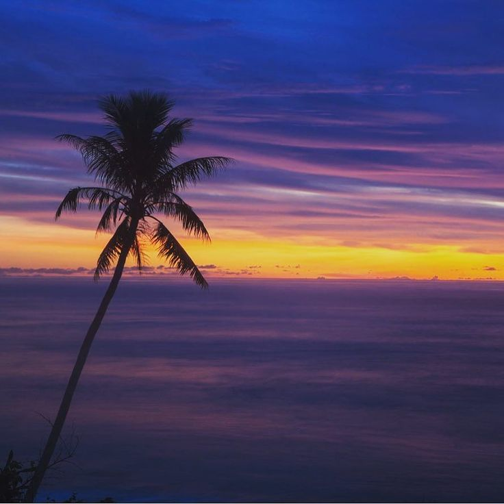 #isjon_isgood First light over the South Pacific##papuanewguinea #island #nature #ocean #sunrise #pacific #color #clouds