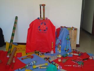 Paus de chuva, Bolsas para armazenamento de garrafas PET, jogos, chocalhos e camisas do projeto RECICLAGEM CULTURAL