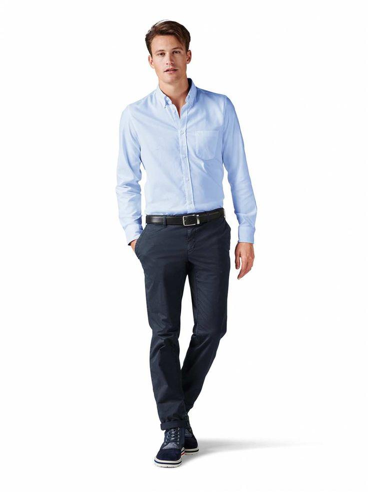 Herren-Ausstattung: nicht nur im Business eine gute Figur absolvierendes Hemd in reiner Oxford-Baumwolle mit Button-down-Kragen, Brusttasche, langen Ärmeln mit geknöpfter Manschette und Modern fit.