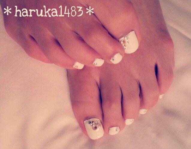 *my wedding nail*結婚式当日のフットネイル♡靴を履くのでもちろん見えないけど、気分だけでも上げようとセルフネイル♪♪ #ウェディングネイル #ウェディング #ネイル #weddingnail