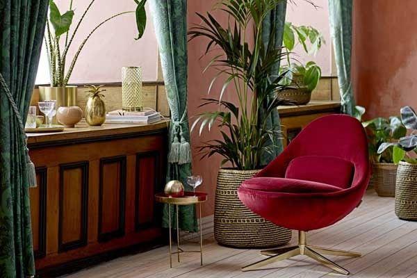 Rode Oor Fauteuil.Klassiek Interieur Met Een Moderne Twist Door De Rode