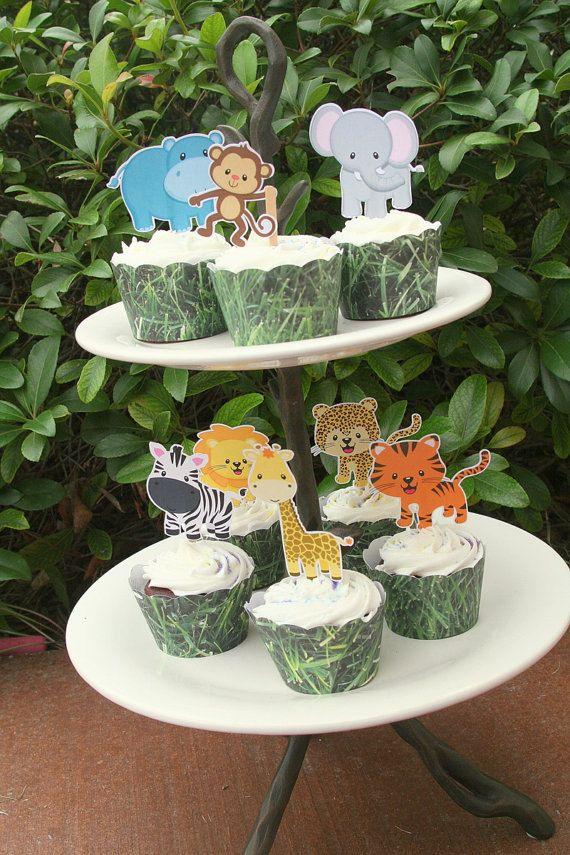 Assortiti di giungla Safari Cupcake Toppers  Questo elenco è per 12 assolutamente adorabile toppers cupcake amici della giungla!  Ci sono 8 diversi animali; Tigre, Leone, ghepardo, ippopotamo, elefante, scimmia, giraffa e Zebra, si riceverà 1 di ciascuno e 4 duplicati casuali a meno che non venga specificato diversamente.  Questi toppers sono tutto intorno 2,75 alto. I grimaldelli utilizzati per creare questi cuties sono atossici e alimentare.  Questi toppers cupcake sono realizzati…