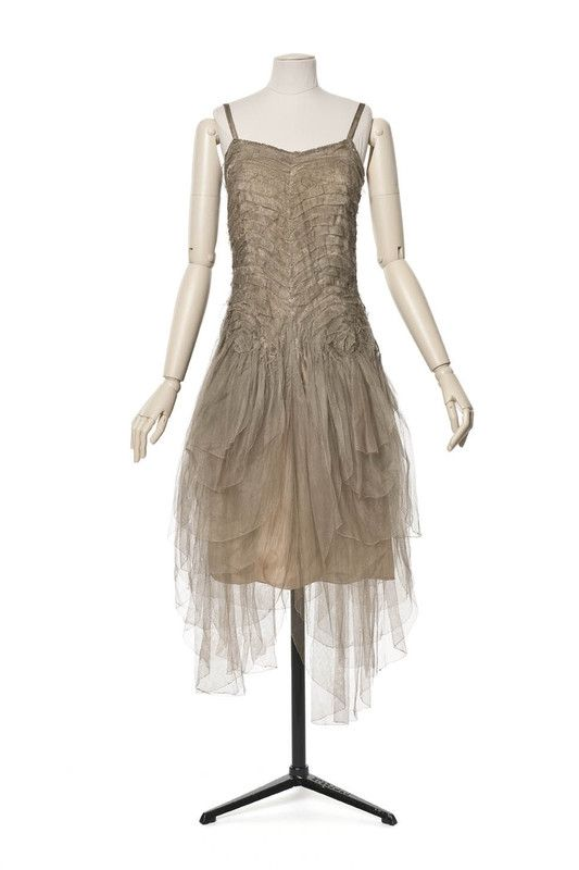 Evening gown - 1922, winter collection Madeleine Vionnet Silk tulle, silver lamé Front 1 Les Arts Décoratifs
