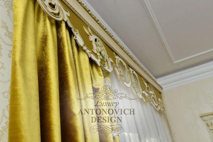 Бархатные шторы в золотых тонах