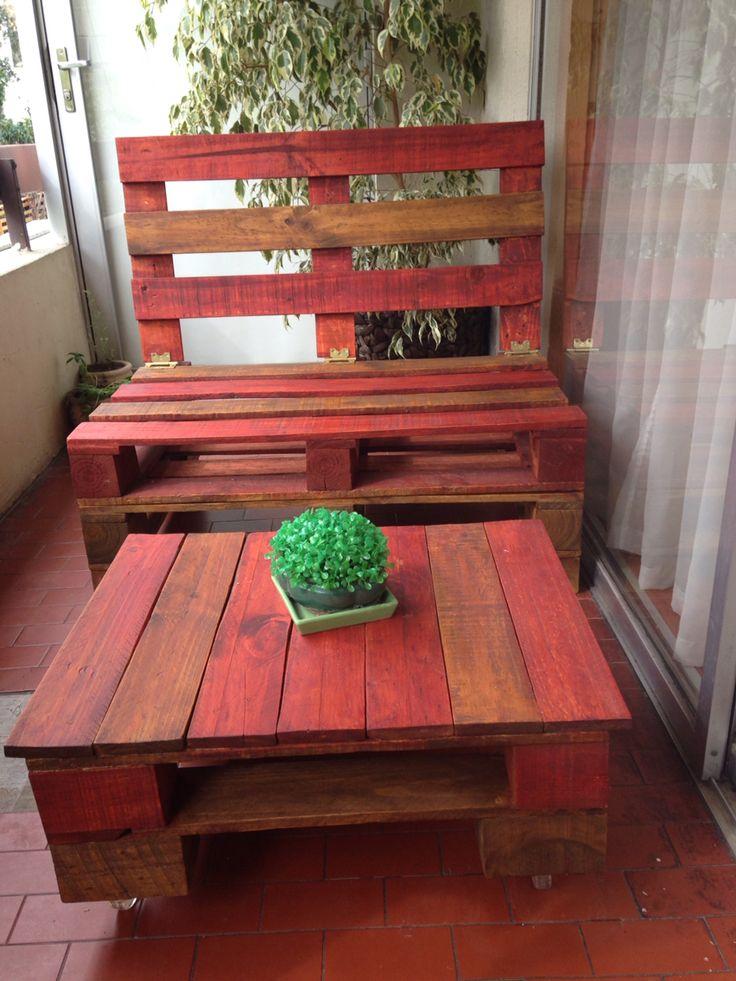 Sofá y mesa de pallet para espacios reducidos