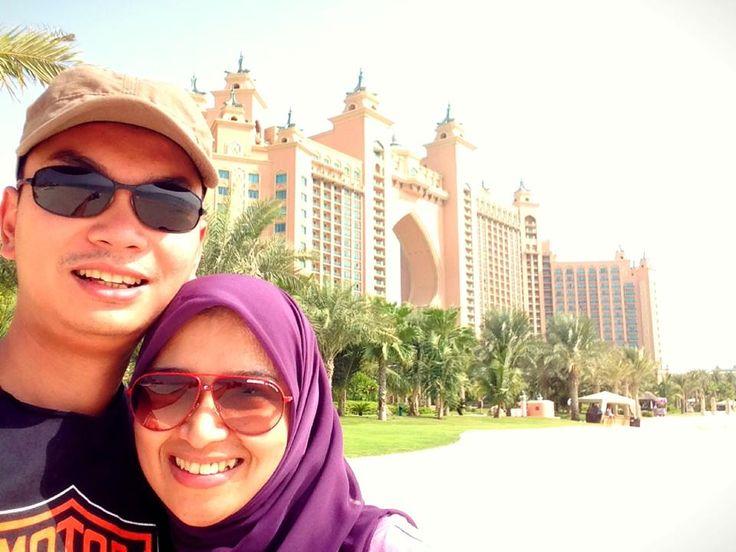ngajak orang terkasih liburan GRATIS ke tempat paling eksotis di dunia. siapa mau??  #dBCNinDubai #OriflameGC2013  difoto: Exe Dir bubu Sharah & suami, latar belakang hotel Atlantis The Palm