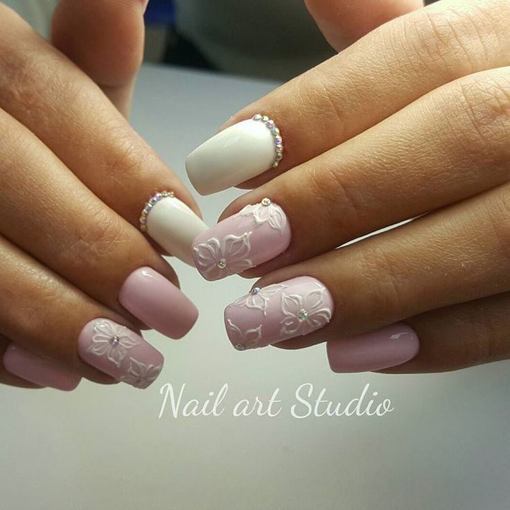 April nails, Delicate nails, flower nail art, Gentle nails with flowers, Spring nail art, Spring nail ideas, Spring shellac, Two color nails