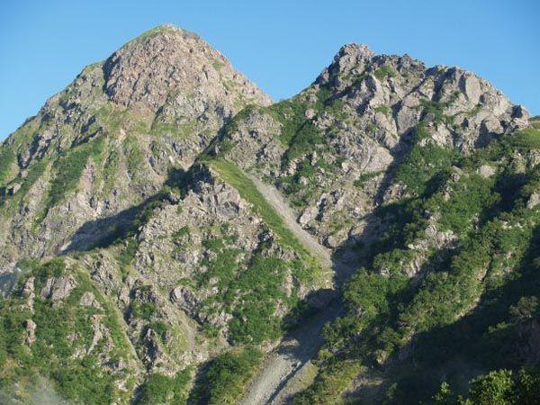 塩見小屋から望む塩見岳|南アルプス登山ルートガイド。Japan Alps mountain climbing route guide