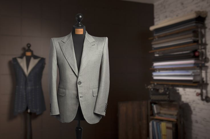 Bespoke Jacket 30's style pagoda shoulders - made by Sebastian Hoofs