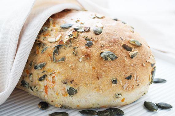 Das #Kürbiskernbrot mit Karotten ist das beste österreichische Brot und ist schnell gemacht. Ein tolles gesundes Rezept.
