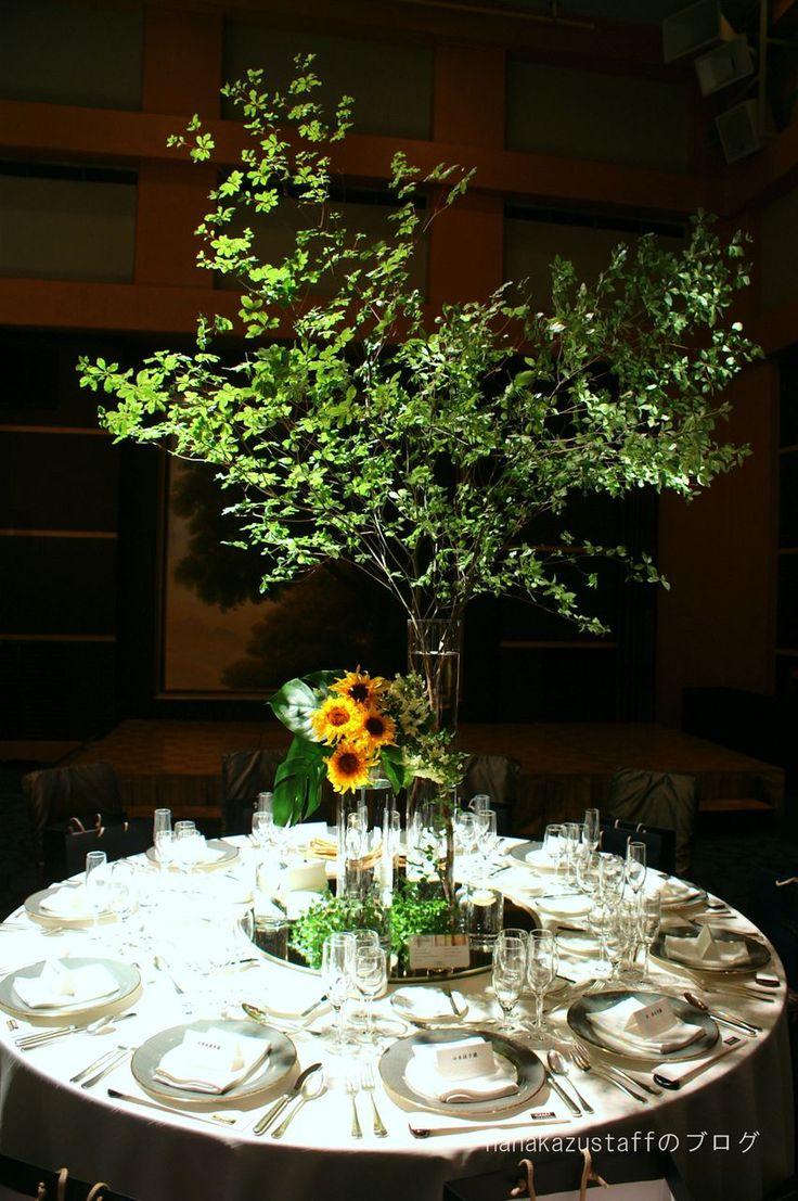 ドウダンツツジxひまわり  ドウダンツツジの枝ぶり、大きさは会場の広さに合わせて考えてみて下さい。