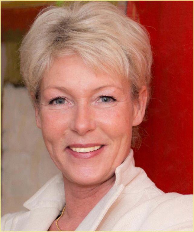Frisuren Frauen Ab 50 Top 2021 In 2020 Celebrities Abs Phillips