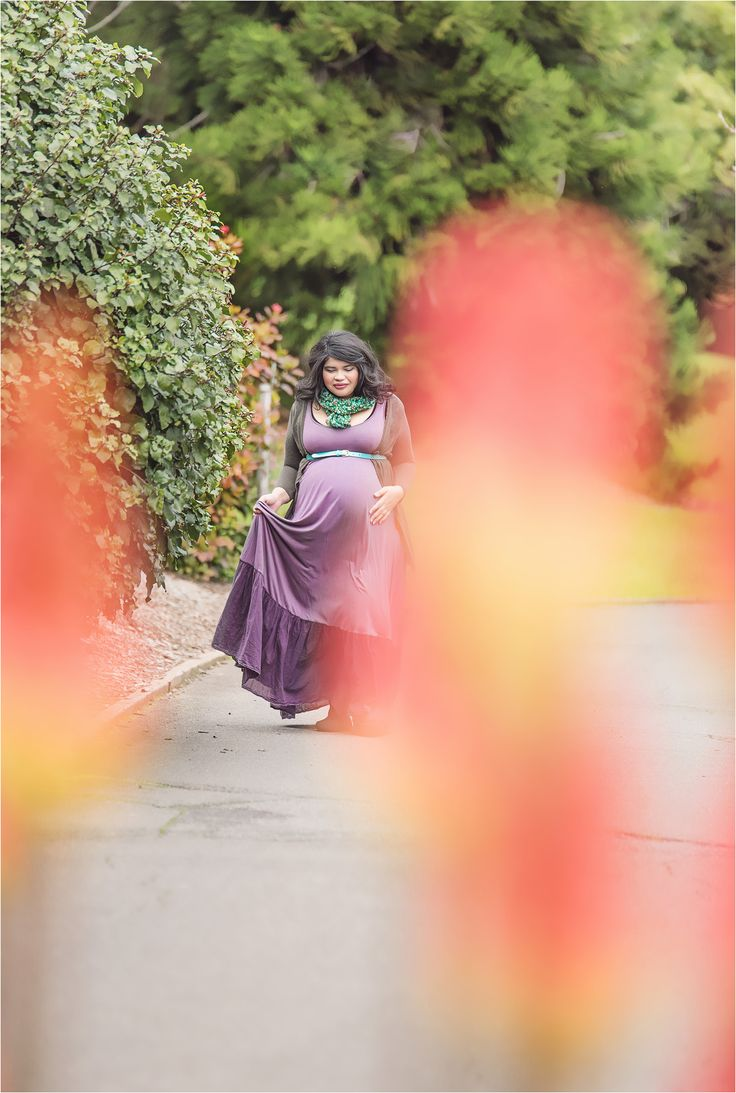 Photographing Nett's beautiful belly: Maternity win! photography, colourful, elegant, walking, portrait, pregnancy, mother