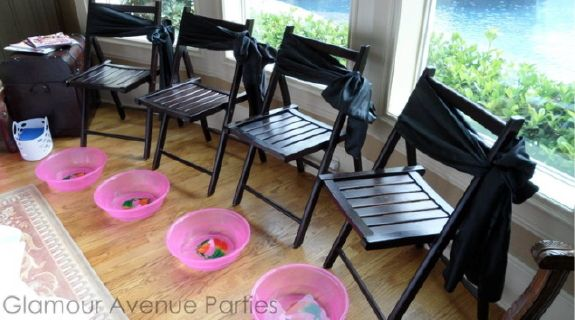 There are even separate manicure-pedicure seats for each guest. How cute is this set-up of chairs and foot basins for every guest to feel like a pampered princess