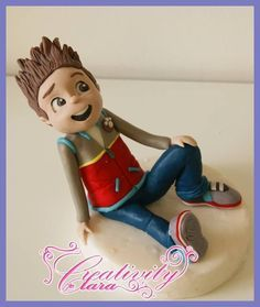 how make Ryder PAW PATROL cake topper fondant tutorial pasta di zucchero - CakesDecor