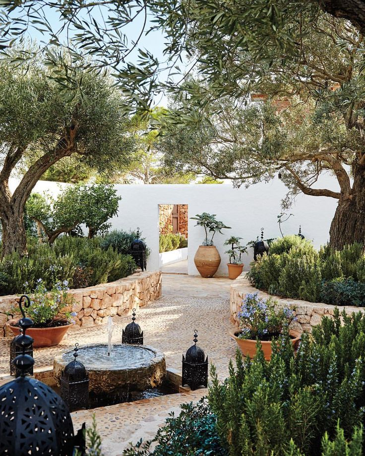 Charmant U0027The Mediterranean Garden Of Designer Daniel Romualdez. Like The Tree  Placement Here.