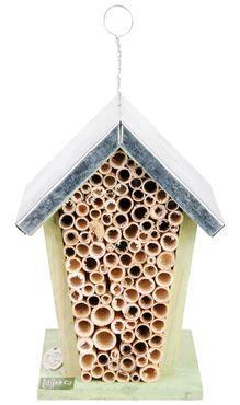 Bijenhuis  Bijen heb je nodig in de tuin voor de bestuiving van bloemen. Voorzie daarom een bijenhuis. De bijen maken hierin hun nest in de holtes van de bamboepijpjes. Geef dit bijenhuis een plekje in de zon.