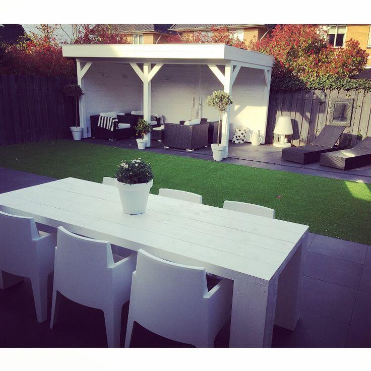 Nieuwe tuin met #overkapping #box stoelen #white