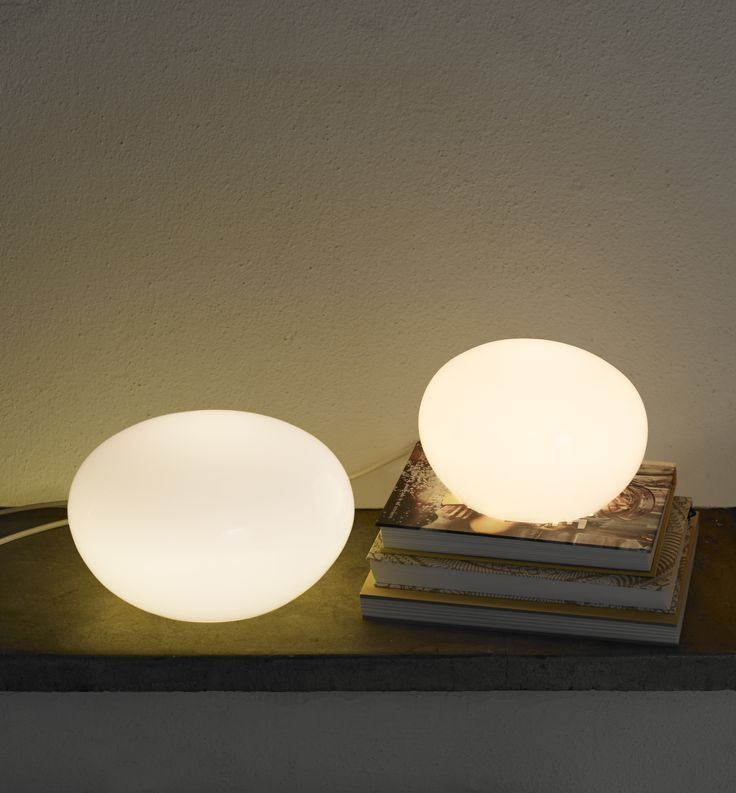Iittala's Kuukuna lamp (designed by Oiva Toikka) creates ambience in a minimalistic way and works as an attractive interior object both switched on and switched off. The bigger size of the Kuukuna lamp was originally manufactured under 1986-1989 at the Nuutajärvi factory. The Kuukuna glass lamp is mouth blown.