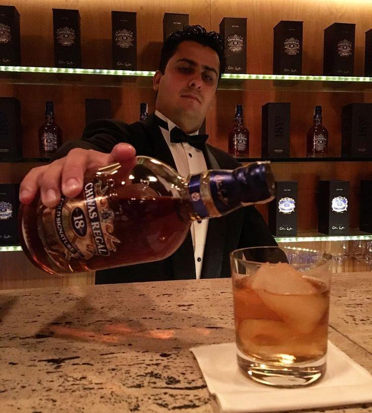 Tudo pronto para o evento de @chivasbrasil hoje, no Baretto! Um happy hour para o público masculino, no qual os embaixadores da marca @tdtpacheco (💕) e @lucianomouramartins recebem amigos e empresários do mercado de casamentos! 🥃🥃🥃 #CZSãoPaulo #whisky #Chivas