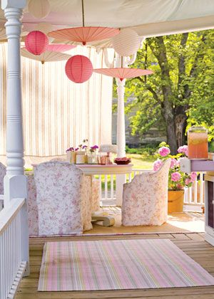 Invite friends over for a brunch celebration on your porch. The pink and white colors here are perfect for a a girly get-together. #KINKYPrettyPatio