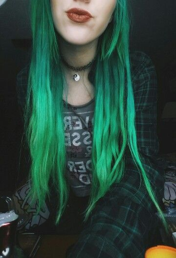 My green ombre! I used manic panic green envy, venus envy and electric lizard, spring green from directions, and raw super green. insta: _h0pedivisi0n