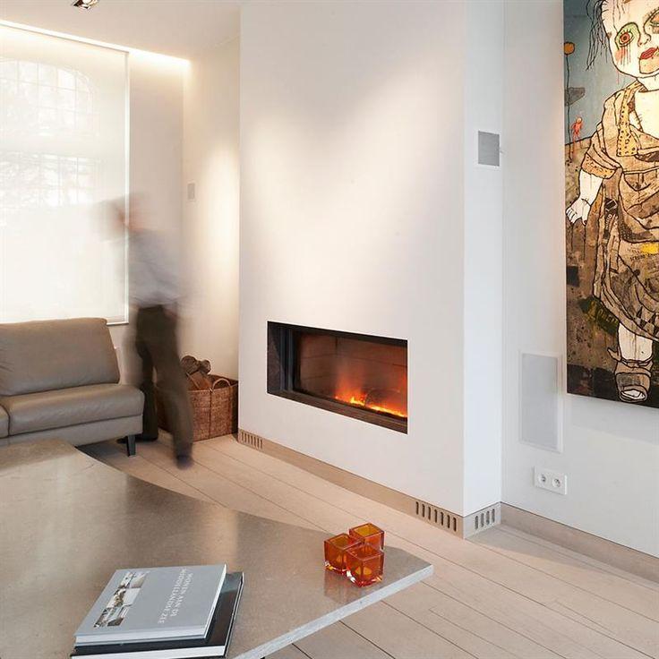 H 1040 /L 1050 /P 496 mm - Poids 224 kg - Diam cheminée 200 mm - Rendement 84%.   Foyer encastrable au bois à porte escamotable - Longueur de bûches V 33 / H 80 cm - Foyer 2-en-1 - Fonctionne en feu ouvert et feu fermé - Relevé de la vitre partiel ou total - Système de nettoyage par balayage de la vitre - Option : Finitions (cadres fins, cadres à appliquer, habillage 24cm, asymétrique, haut, 24cm, bas) - intérieur clair ou foncé -