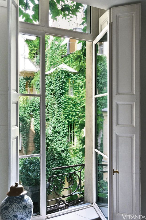 David Giesman's chic apartment in Paris' Saint-Germain-des-Prés district.