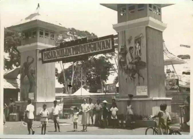 Ingang van de Pasar Malam, Magelang 1900-1940